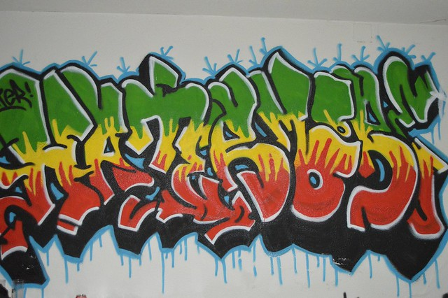Graffiti ''Hatermoore'' colores rasta. #FumaWeed | Flickr - Photo ...