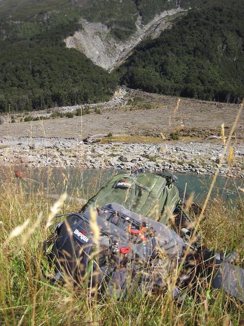 umpqua ledges waist pack and surveyor backpack