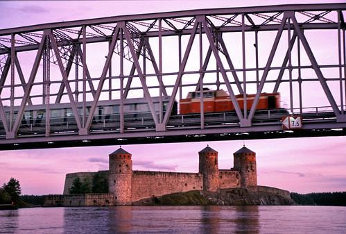 bridge sunset castle finland diesel trains locomotive railways vr girder olavinlinna saimaa dv12 valtionrautatiet kyrönsalmi kyrönniemi