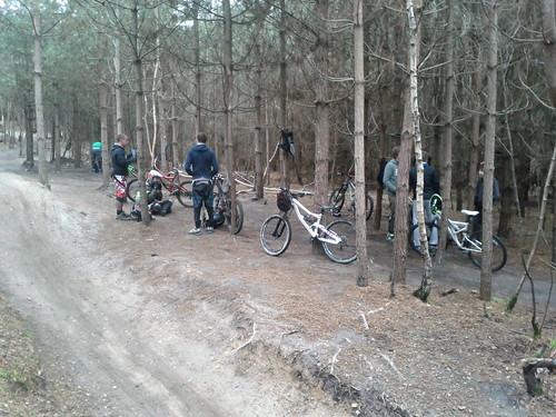 Groupe de jeunes avec des jolies vélo