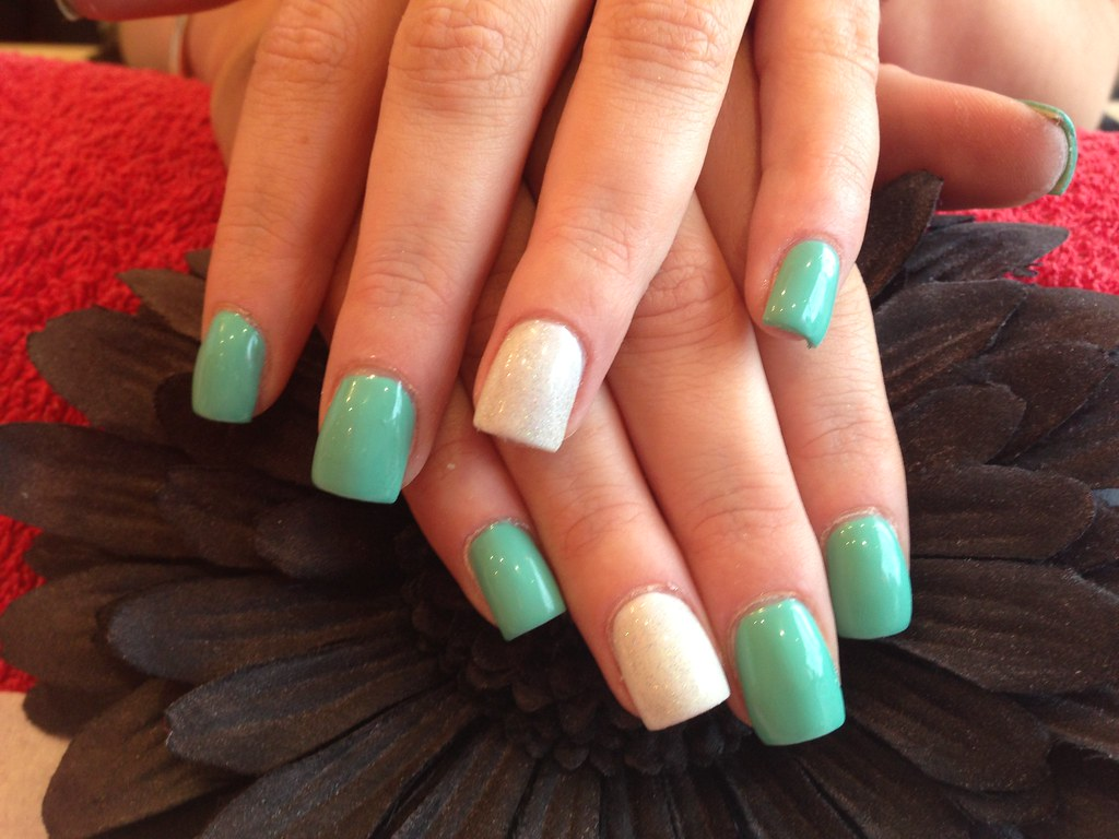 Acrylic Nails With Mint Green And White Gel Polish Flickr