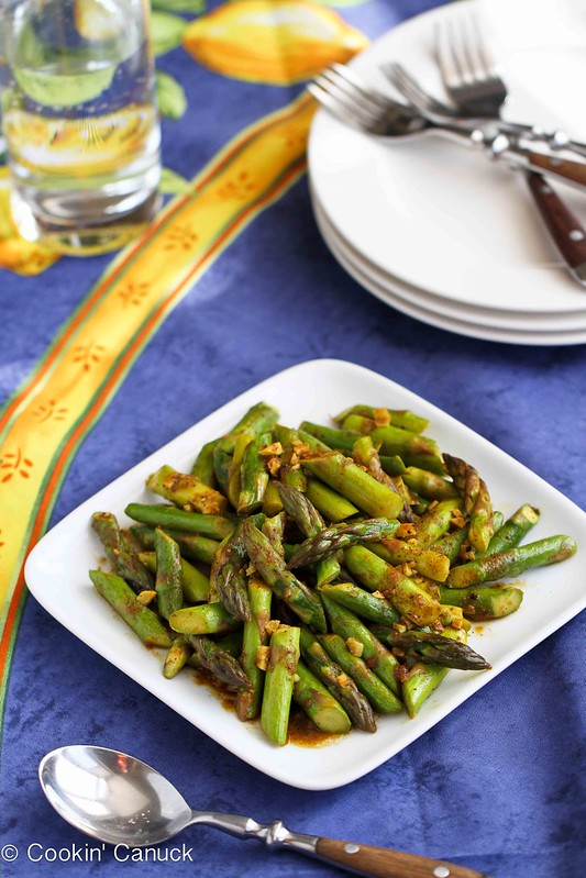 This 5-Ingredient Asparagus Recipe with Curry Sauce is a breeze to make! 47 calories and 1 Weight Watchers SmartPoint #vegan