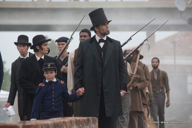 Billy Campbell (R) plays Abraham Lincoln in Killing Lincoln