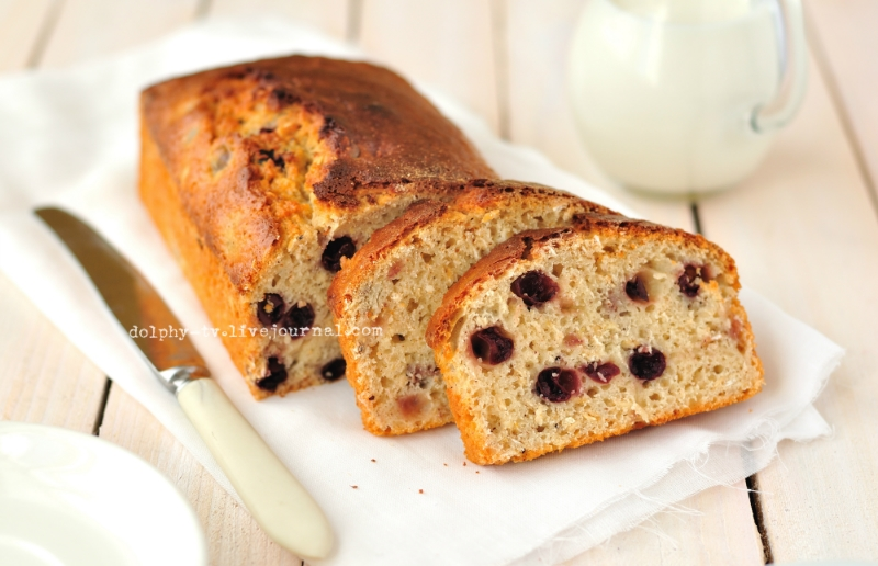 Berry and Oat Loaf Cake