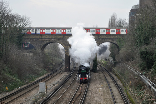Steam train / tube train
