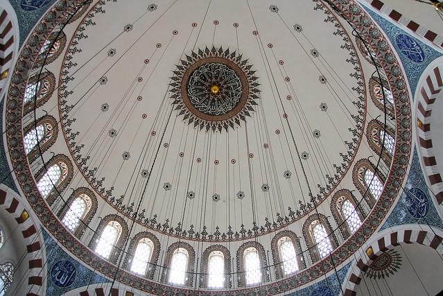 Dome of Rustem Pasha Mosque, Istanbul, Turkey イスタンブール、リュステム・パシャ・モスクのドーム天井