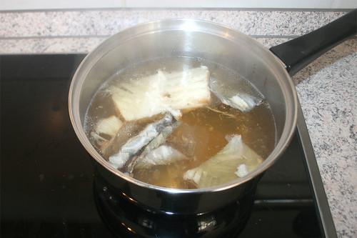 13 - Fischfond zum kochen bringen / Boil fish stock