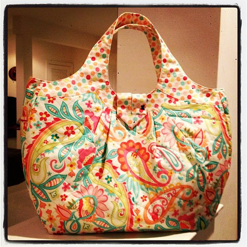 Cosmo Bag, an Amy Butler pattern.