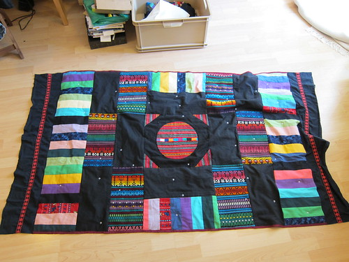 finished quilt featuring Guatemalan  throw pillow covers