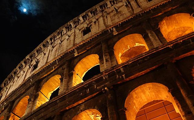 a-colosseum-moon-rome-03234
