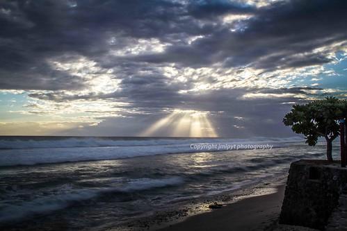 sunset sun sunlight reunion landscape island soleil coucher beam rayon beams réunion rayons lieux île couchersoleil pwcsunbeams adivers