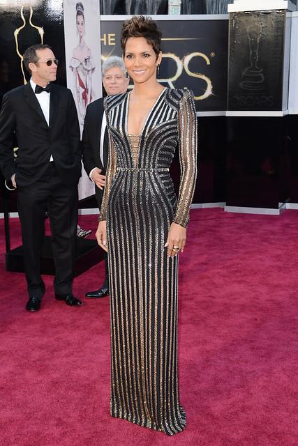 Halle Berry de Versace