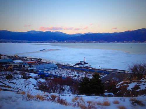 凍れる諏訪湖
