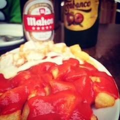 Probablemente las mejores patatas del mundo #potatoes #frenchfries #asturias #alioli #bravas #dossalsas #casaraul