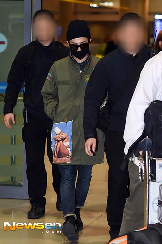 GD arriving Seoul from Fuzhou Press Pics 2015-03-29 012