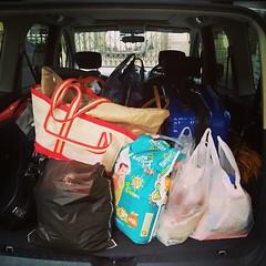 何故帰省したときって、帰るときの方がこんなに荷物が増えるんだろう...