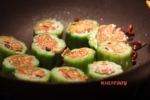 苦瓜鑲肉 Steamed  Bitter Gourd Stuffed with Minced Pork 8.3