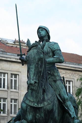 2012.08.04.046 - REIMS - Place du Cardinal Luçon - Statue équestre de Jeanne d'Arc