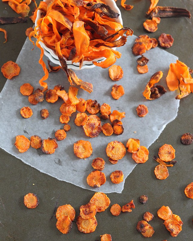 Crispy baked carrot chips: 2 ways