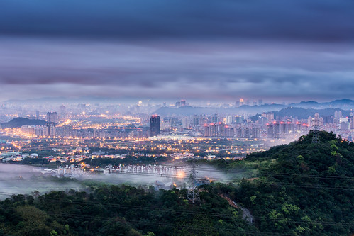 Taipei in the Advection Fog 迷霧牽雲夢不遲