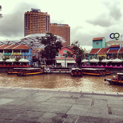 Sampan! But why the Singapore river machiam like Lao sai colour?