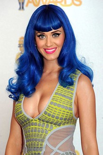 Katy_Perry_Enormous_Boobs_Overshadow_2010_MTV_Movie_Awards_WKWSL4