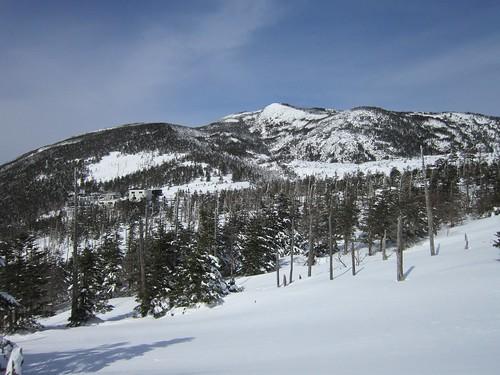 北横岳とロープウェイ山頂駅 2013年2月14日12:10 by Poran111