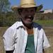 Man at work - Hombre cortando trigo; Magdalena Jaltepec, Distrito de Nochixtlán, Región Mixteca, Oaxaca, Mexico por Lon&Queta