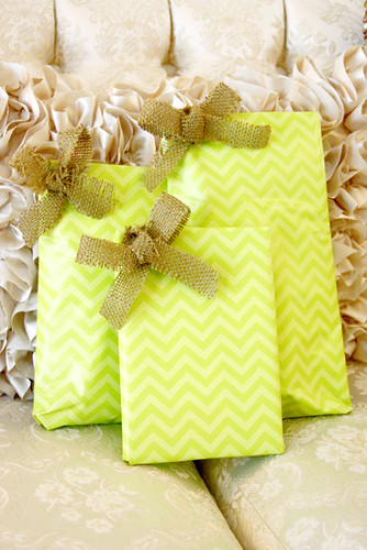 Burlap_Wrapped-Gifts