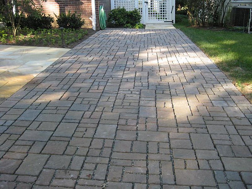 Image of a permeable pavement driveway