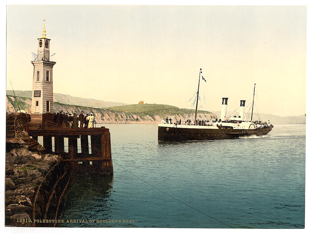 [Arrival of Boulogne boat, Folkestone, England]  (LOC)
