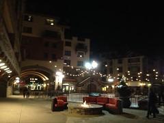 木, 2013-02-28 22:12 - 夜の Mountain Village