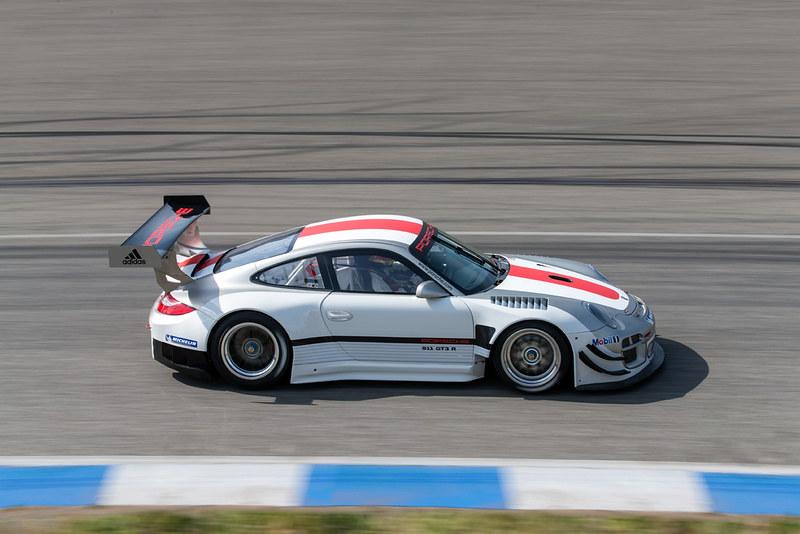 Porsche 911 GT3 R SIDE MOTION