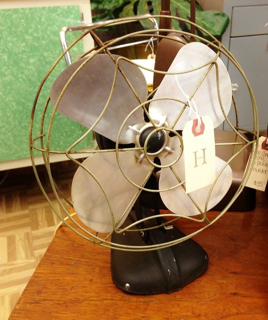 vintage desktop fan via homeologymodernvintage.com