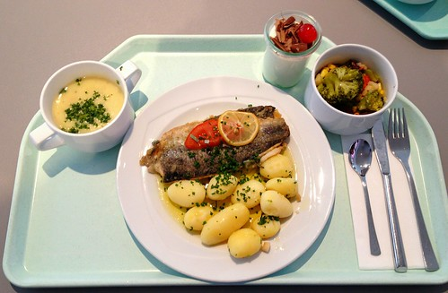 Forelle Müllerin mit Kartoffel und Salbeibutter & Erbsencremesuppe / Trout meunière with potatoes and sage butter & pea cream soup