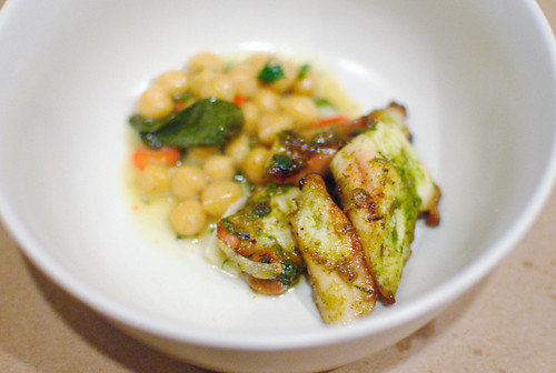 POLPI IN PURGATORIO CON CECI E AGLIO VERDE octopus, chick peas, green garlic