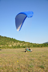 wing(0.0), parachuting(0.0), flight(0.0), paragliding(1.0), parachute(1.0), air sports(1.0), sports(1.0), windsports(1.0), powered paragliding(1.0), extreme sport(1.0),