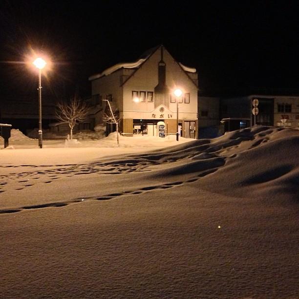 Photo:しばらくホテルの部屋でまったりしつつ、諸々やることやって、昨日予約投稿忘れてたブログを投稿して、さて晩飯にでも行くか。外は雪が止んでた。 By double-h_by_phone