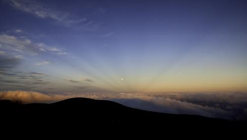 blue sunset newzealand sky moon azul clouds raios golden silhouettes céu luna dourado pôrdosol moonrise cielo nubes nuvens lua rays sunrays novazelândia rayos puestadelsol rayosdesol nuevazelanda silhuetas raiosdesol goldblue 2013
