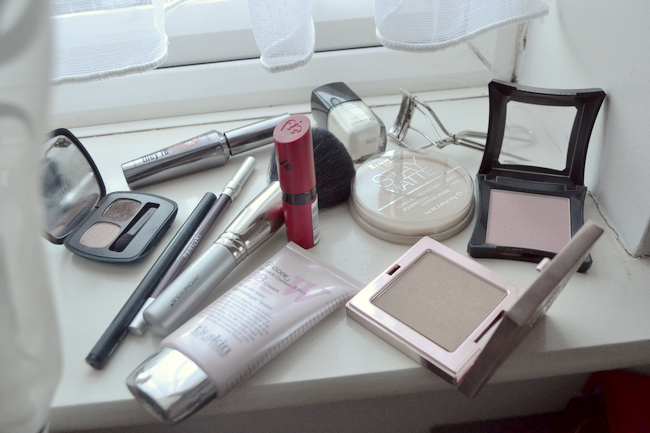 daisybutter - UK Style and Fashion Blog: travel beauty, still life, everyday make-up