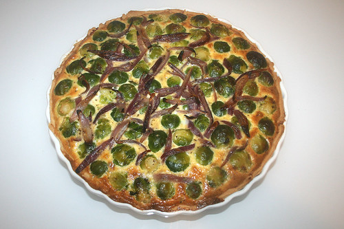 41 - Rosenkohl-Quiche mit karamellisierten roten Sherry-Zwiebeln / Brussels sprouts quiche with caramelized red onions - Fertig gebacken