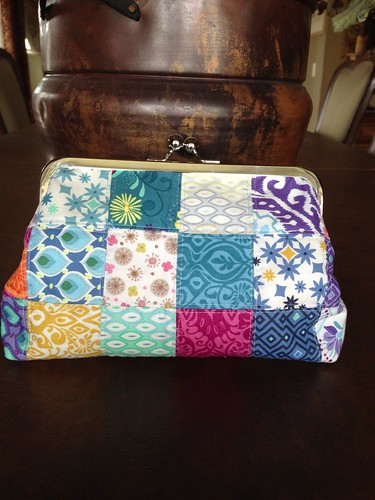 Framed clutch bag