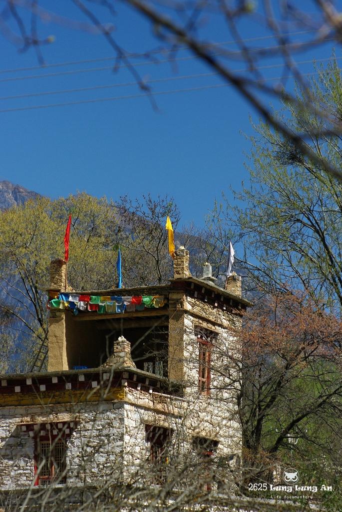 來去藏寨住一晚