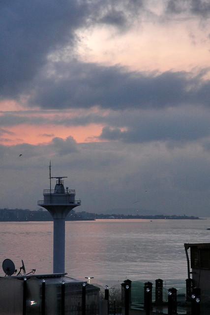 Marmara Sea at dawn, Istanbul, Turkey イスタンブール、夜明けのマルマラ海