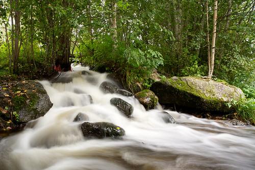 longexposure trees summer water glass zeiss creek suomi finland river eos stream 21 rapids filter 09 lee nd pro filters rapid f28 ze density neutral 21mm carlzeiss canoneos5d huopanankoski viitasaari huopana distagont2821 distagon2128ze