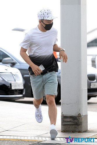 BIGBANG Incheon Airport to Shanghai Press 2015-06-19 012