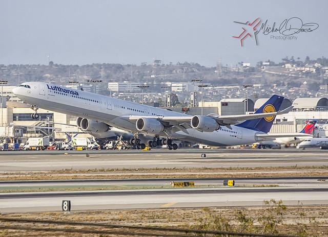 Lufthansa Airbus A340-642 (D-AIHY)