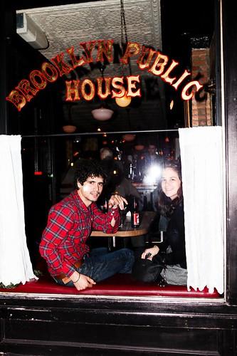 Kalipo y Marta en un Pub de Brooklyn (Nueva York)