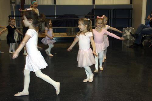 Aut-in-circle-ballet-shoes
