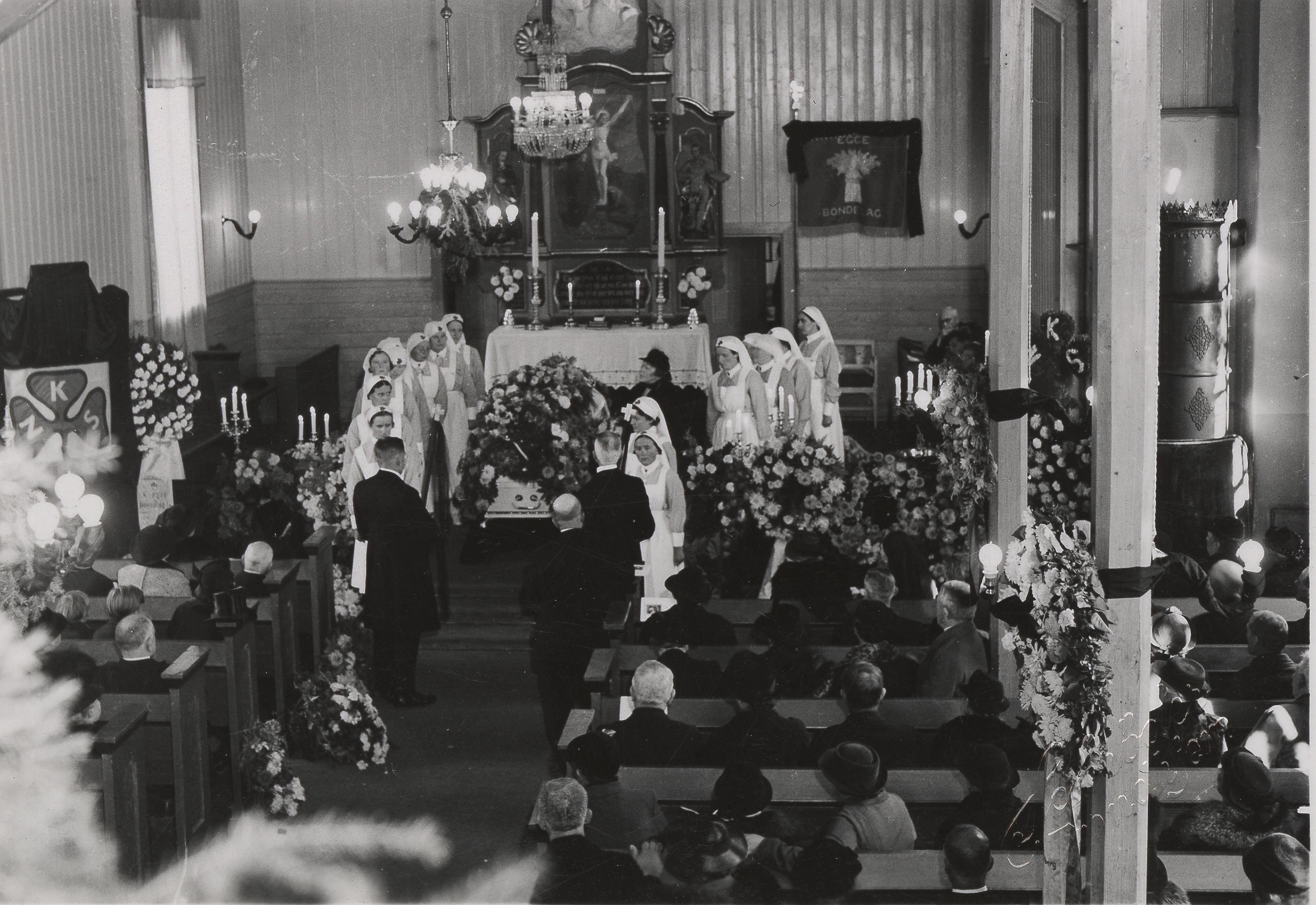 Fredrikke Marie Qvam begraves 1938